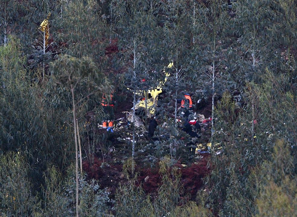 """Liga dos Bombeiros pede """"inquérito rigoroso"""" após falha da proteção civil no acidente com helicóptero ao serviço do INEM"""