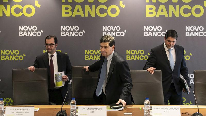 Parlamento vai ouvir António Ramalho e Carlos Costa. Quer ver contrato da venda do Novo Banco