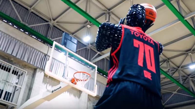 Cue: o robô basquetebolista que tem uma percentagem de lançamento de 100%