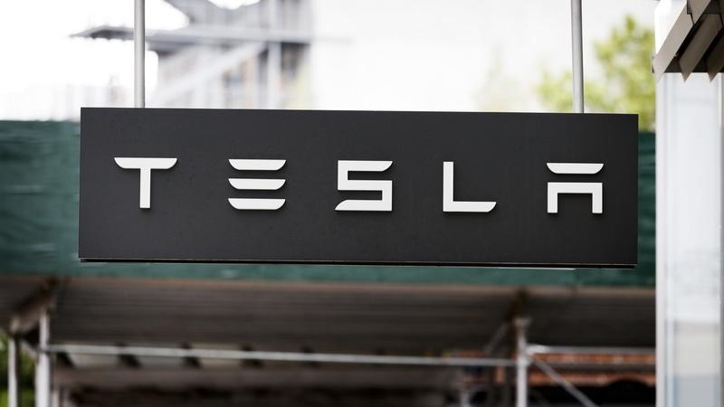 Administração da Tesla cria comité especial para estudar saída de bolsa