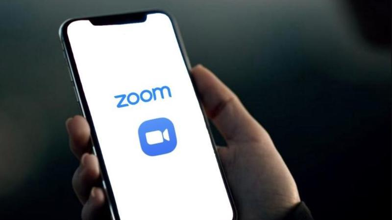 Usa o Zoom no iPhone? App envia dados para o Facebook sem permissão