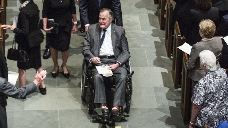 Ex-presidente americano George H.W. Bush volta ao hospital