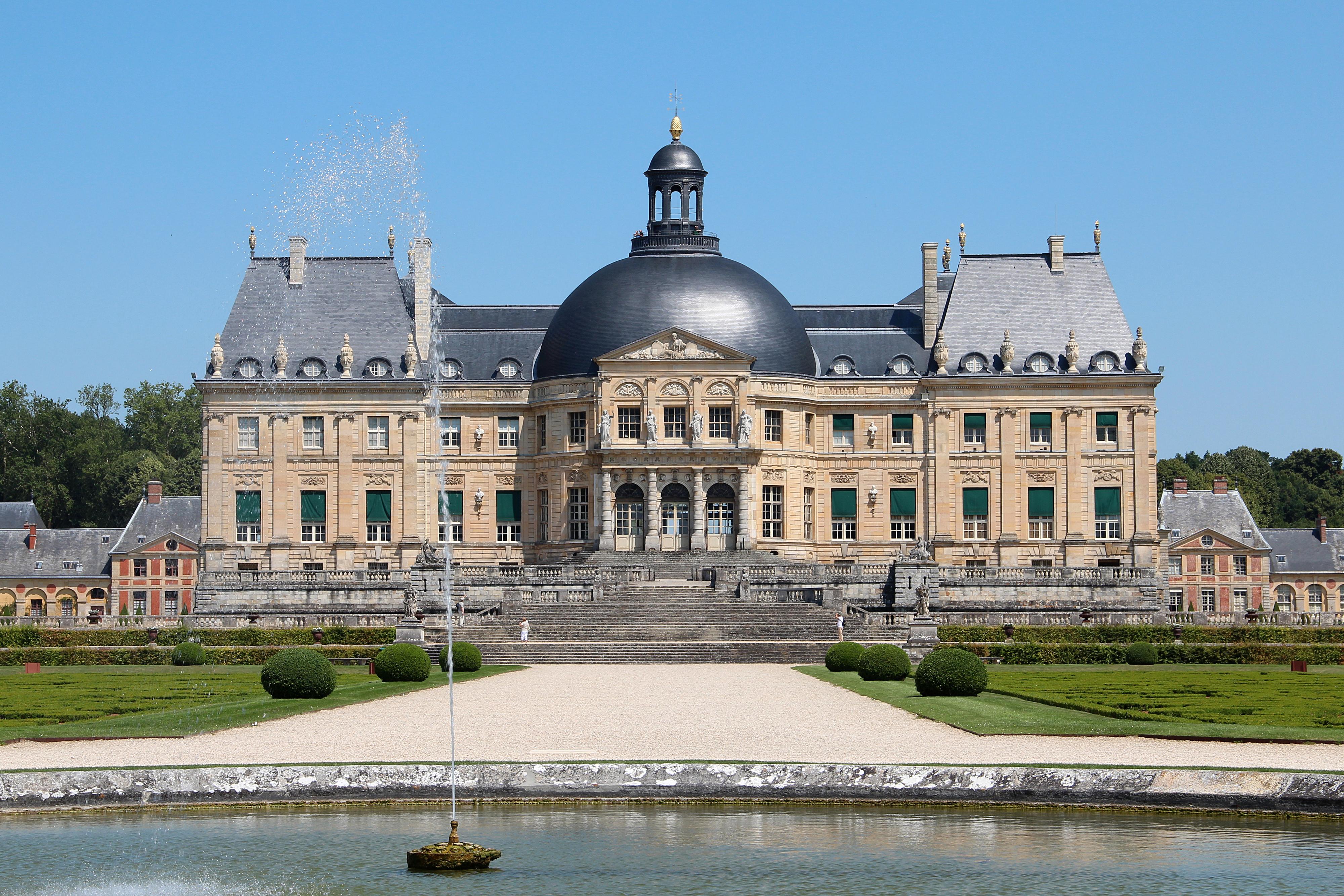 """Картинки по запросу """"gardens of vaux le vicomte castle"""""""