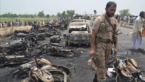 Explosão faz mais de 140 mortos no Paquistão