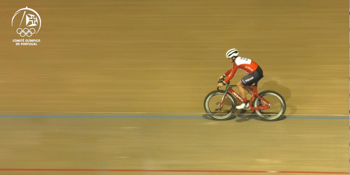 Maria Martins voa de bicicleta