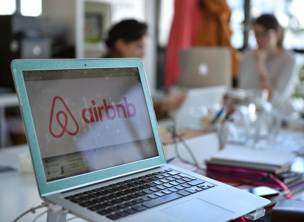 Comissão Europeia pressiona Airbnb e quer mais transparência nos preços