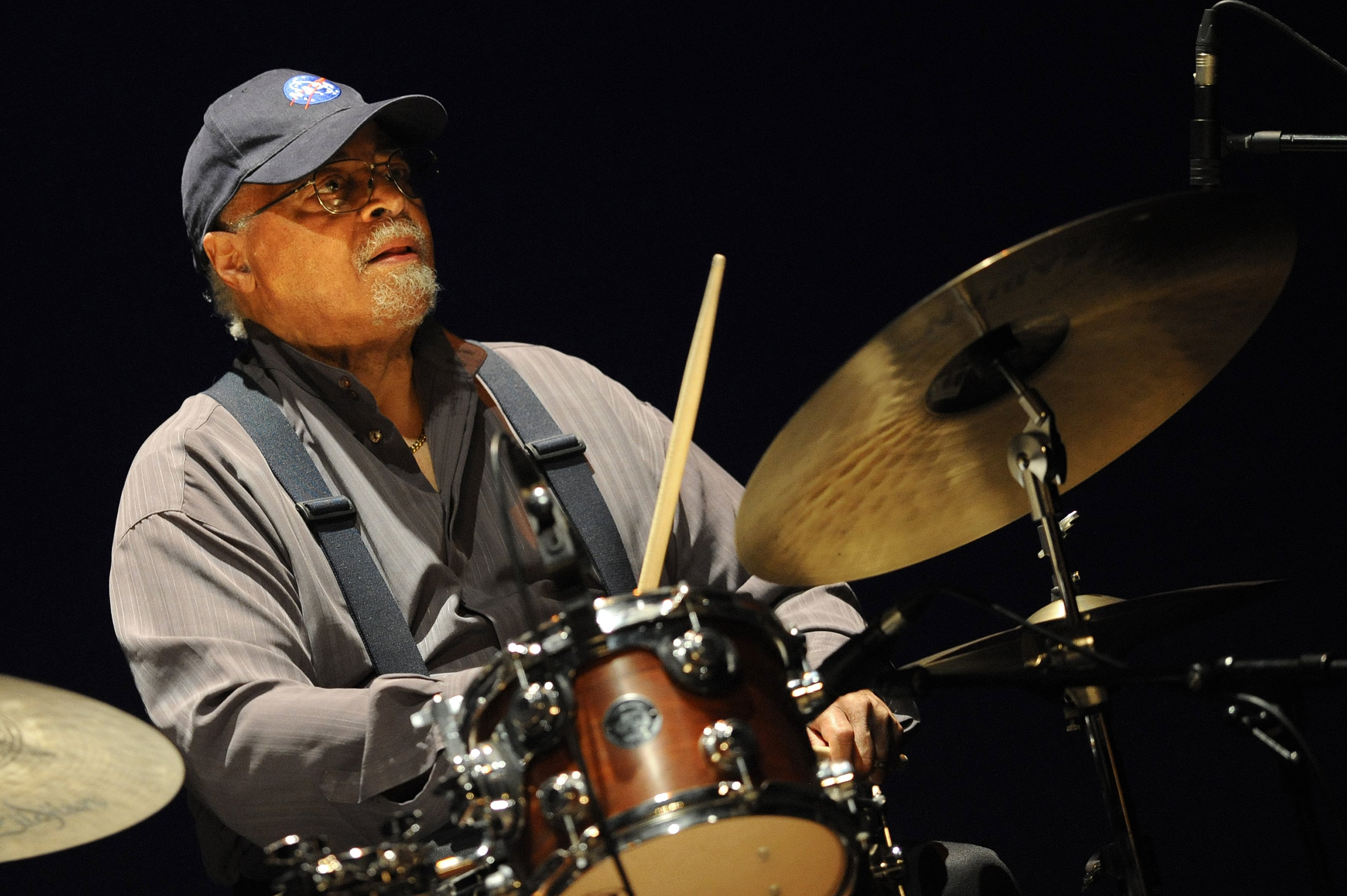 "Morreu Jimmy Cobb, o mítico baterista de ""Kind of Blue"", de Miles Davis"