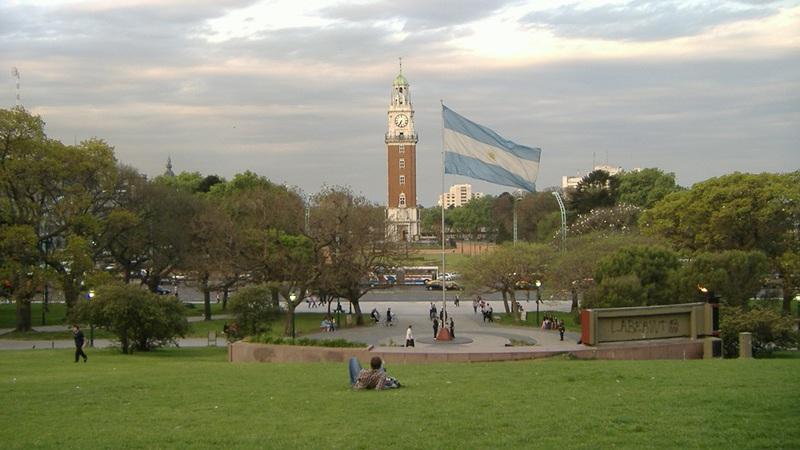 Argentina quer renegociar até março 100 mil milhões de dólares com os credores