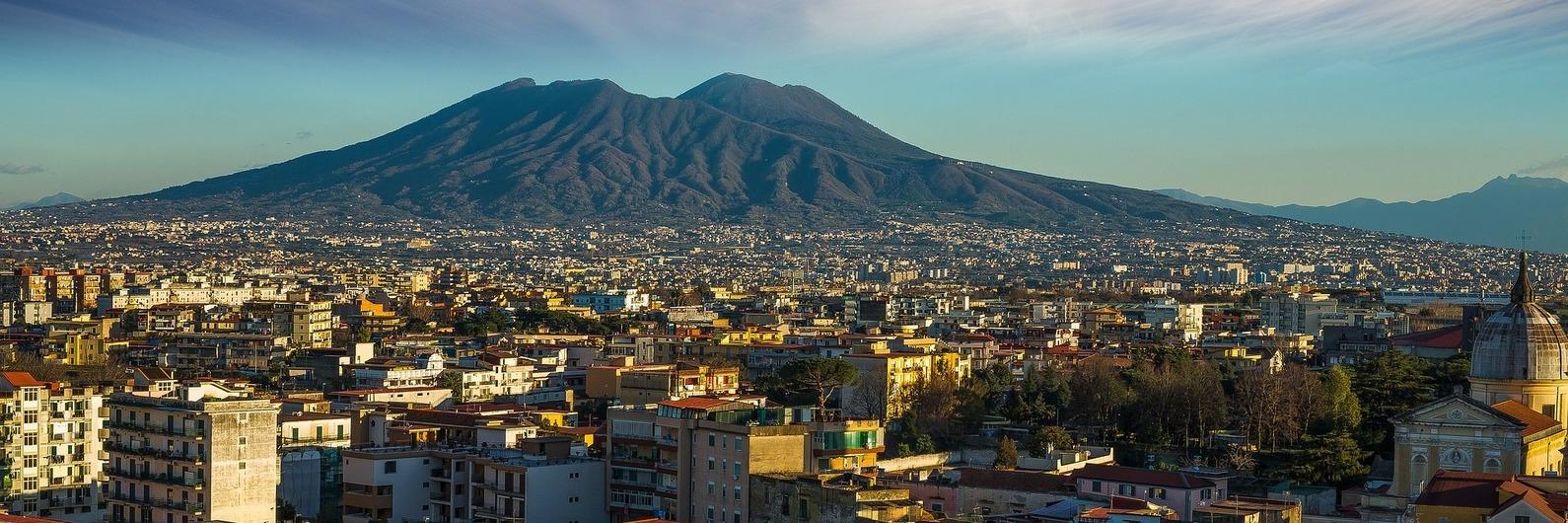 Nápoles: os encantos de uma cidade italiana com um vulcão ali tão perto