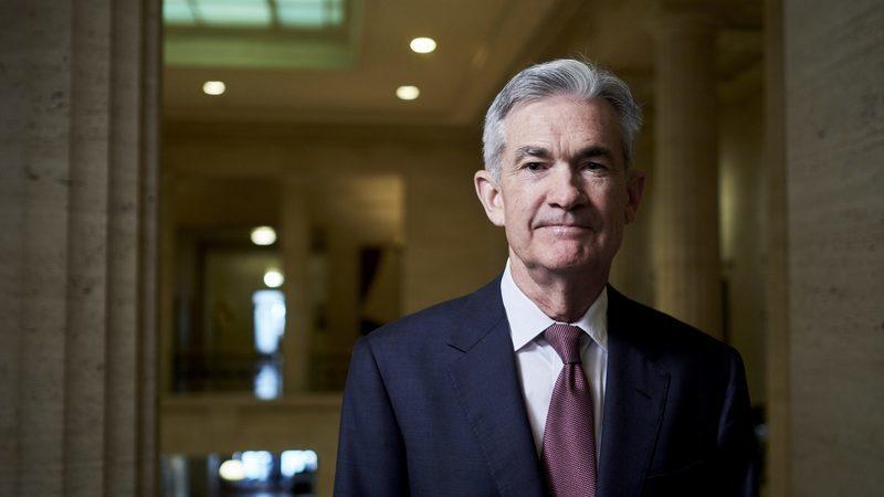 """Powell não sinaliza novo corte de juros. Diz que estado da economia é """"favorável"""""""