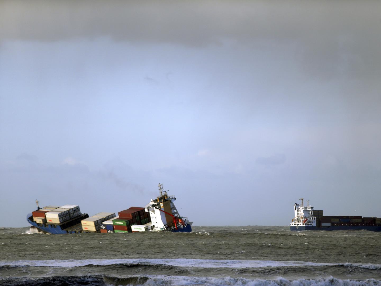 Agitação marítima fecha seis barras e condiciona duas
