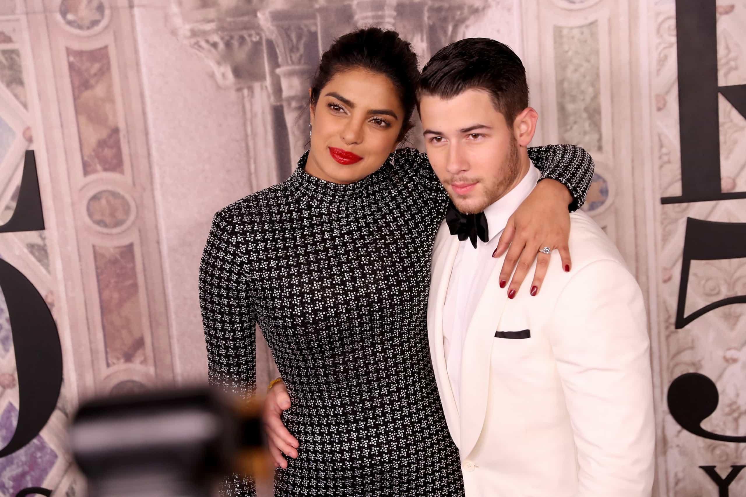 Em dia de festa, os momentos carinhosos de Nick Jonas e Priyanka Chopra