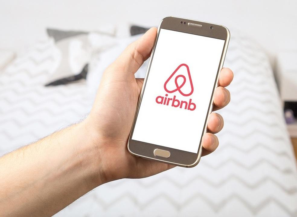 """Airbnb diz estar """"comprometida em ser o mais transparente possível"""" com os clientes"""