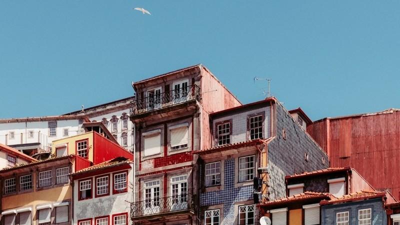 """É como """"viver num paraíso fiscal"""". Portugal está a atrair os multimilionários brasileiros"""