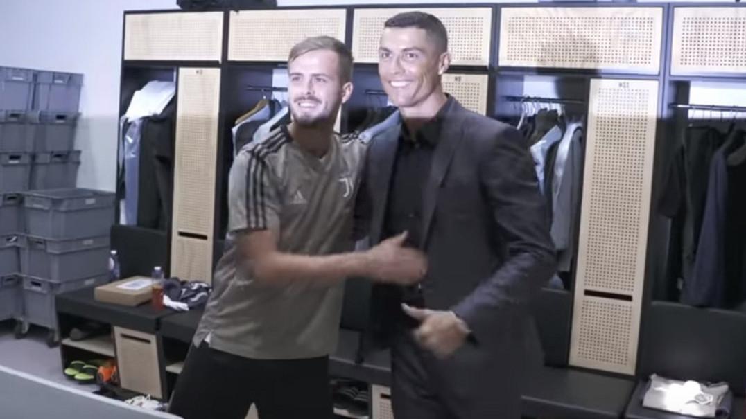 Cristiano Ronaldo encontra-se com colegas de equipa da Juventus