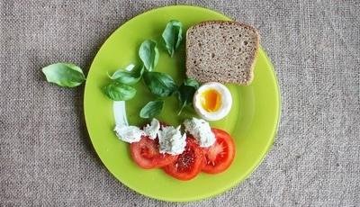 Pequeno-almoço de rei, almoço de príncipe e jantar modesto: 10 dicas de ouro de uma médica