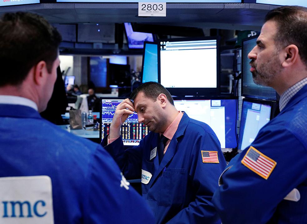 Apple e Goldman Sachs arrastam bolsa para terreno negativo. Trump reage ao anúncio da Arábia Saudita