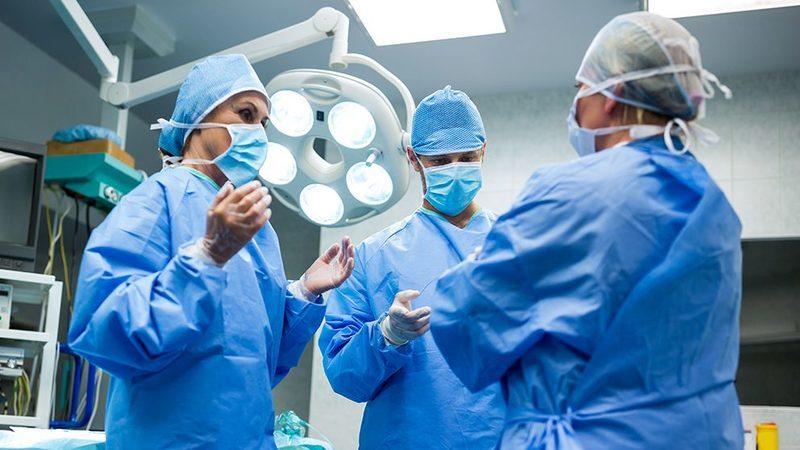 Em oito anos, saíram 17 mil médicos e enfermeiros do país