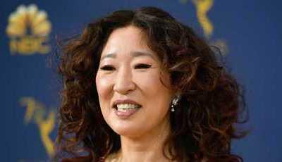 Sandra Oh levou os pais aos Emmy e não se fala de outra coisa no Twitter