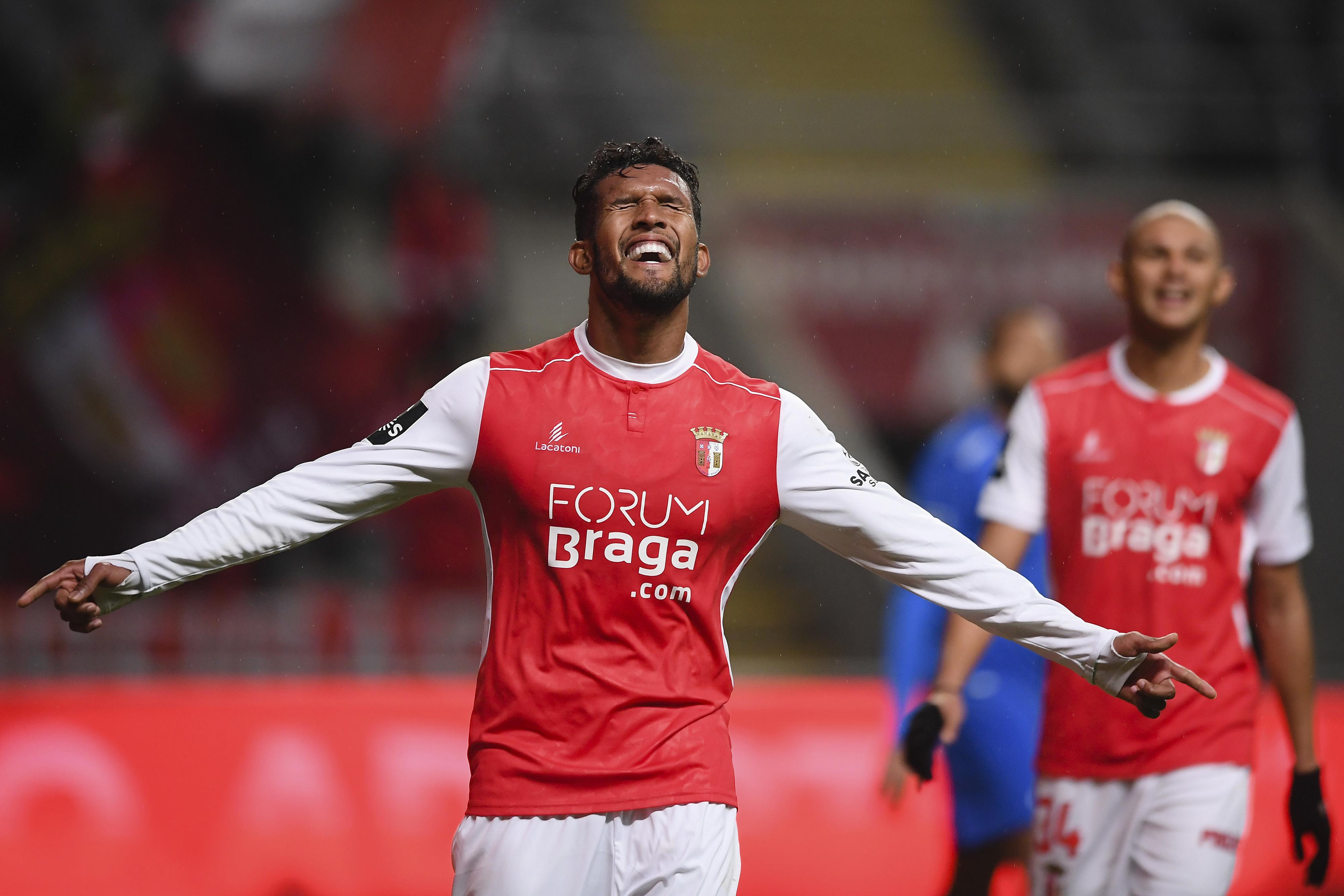 SC Braga goleia Feirense com 'hat-trick' de Dyego Sousa e iguala FC Porto na liderança