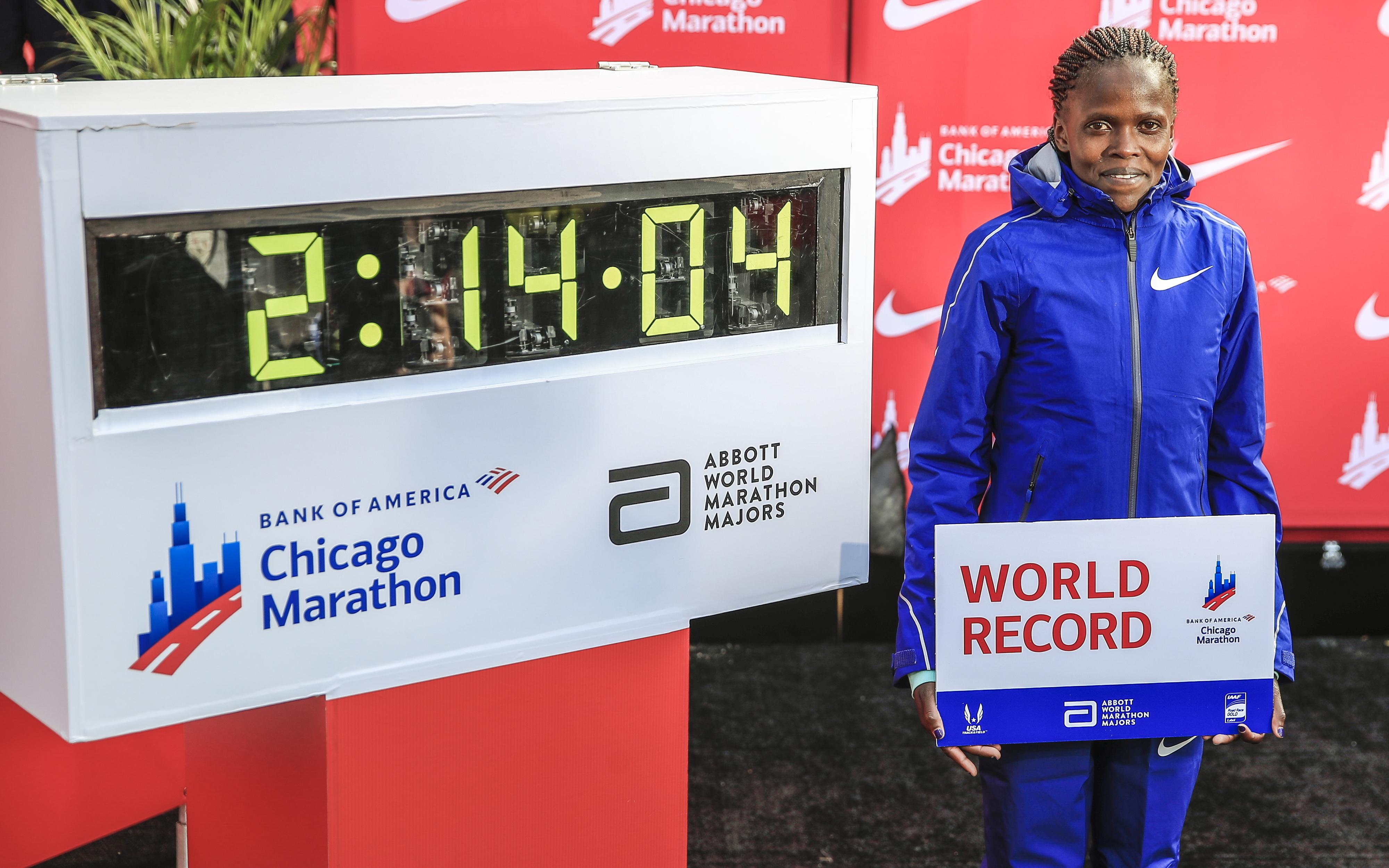 Kosgei fez um tempo parcial mais rápido do que Mo Farah na maratona de Chicago