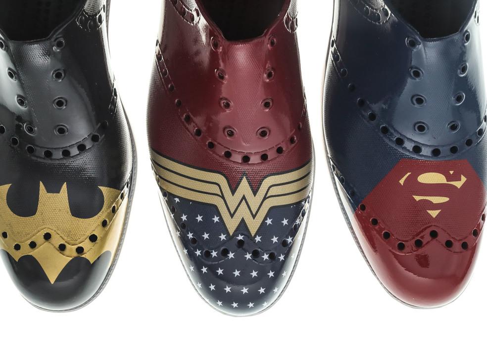 """""""Agora é a sua vez de ser um super-herói"""" é o mote da coleção limitada de calçado Batman e Super-Homem"""
