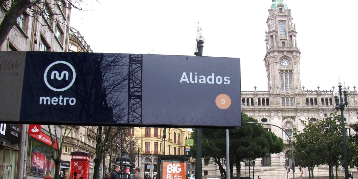 Tradutor de língua gestual é inaugurado no metro do Porto