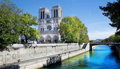 Catedrais que surpreendem pelos traços arquitetónicos. Mesmo sem pináculo, a Notre-Dame de Paris continua a fazer parte da lista