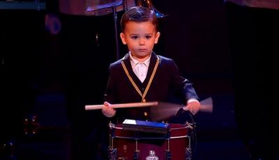 """""""A criança mais fofa"""" conquista """"Got Talent"""" a tocar tambor"""