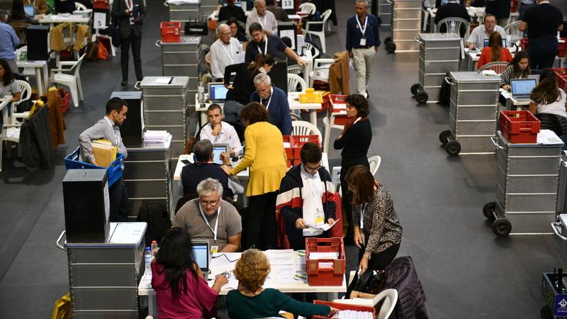 Eleições: Tribunal Constitucional nega pedido do PSD sobre votos dos emigrantes, mapa oficial seguiu para publicação