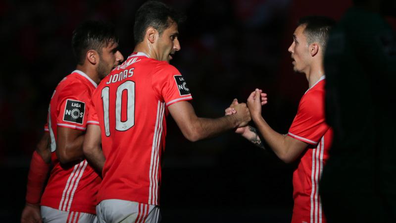 Benfica 2-1 Estoril Praia: Jonas mantém Benfica na 'linha' do 'tetra'