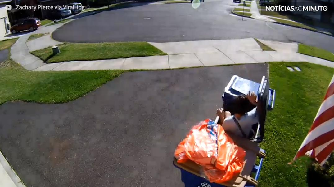 Jovem esconde-se em caixote do lixo para fugir à polícia