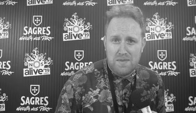 """À conversa com Gavin James no NOS Alive: """"O meu português vai melhor, eventualmente"""""""