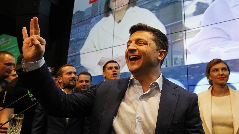 Ucrânia: novo presidente marca eleições antecipadas
