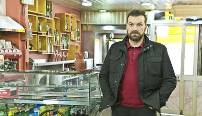 """""""Pesadelo na Cozinha"""": Ljubomir tenta salvar restaurante com muitos problemas"""