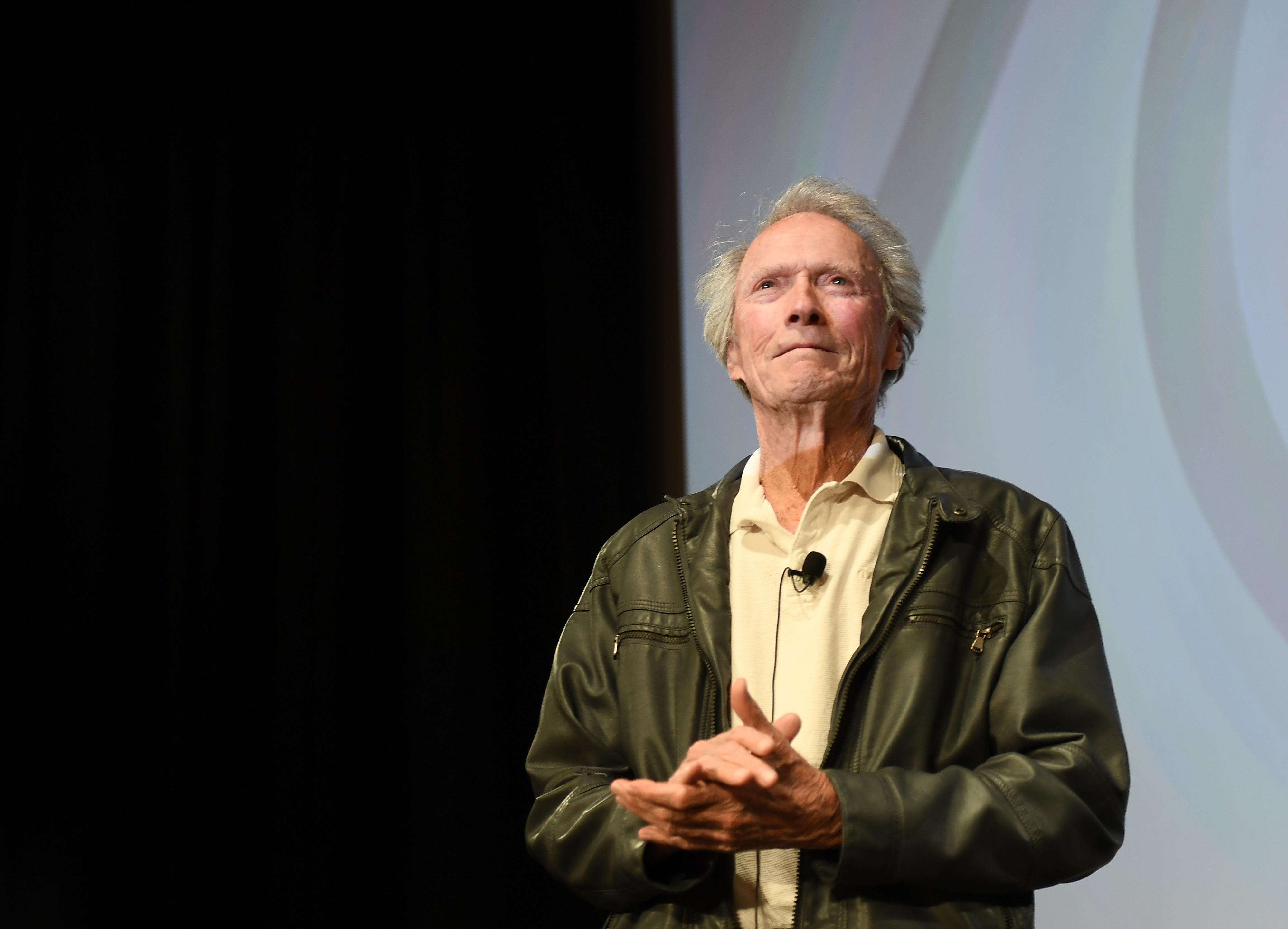 Clint Eastwood, habitual apoiante republicano, declara o seu apoio ao democrata Bloomberg