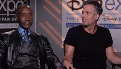 """Vingadores de """"costas voltadas"""": Don Cheadle recusa dar entrevistas com Mark Ruffalo"""