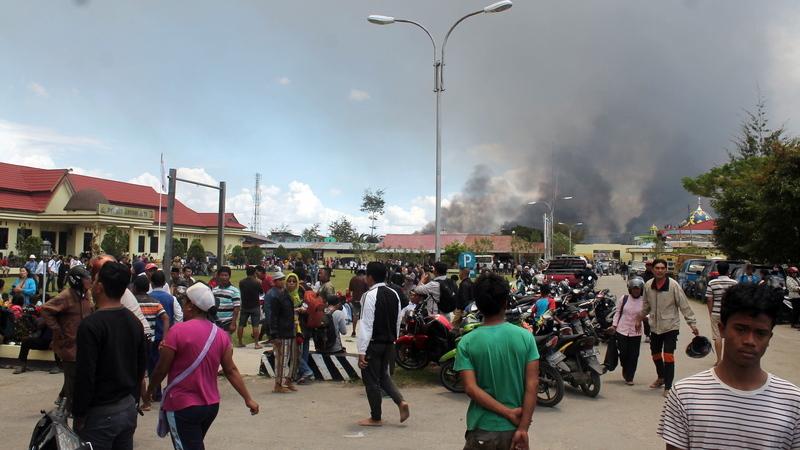 Pelo menos 26 mortos e 70 feridos em novo balanço dos distúrbios na Indonésia