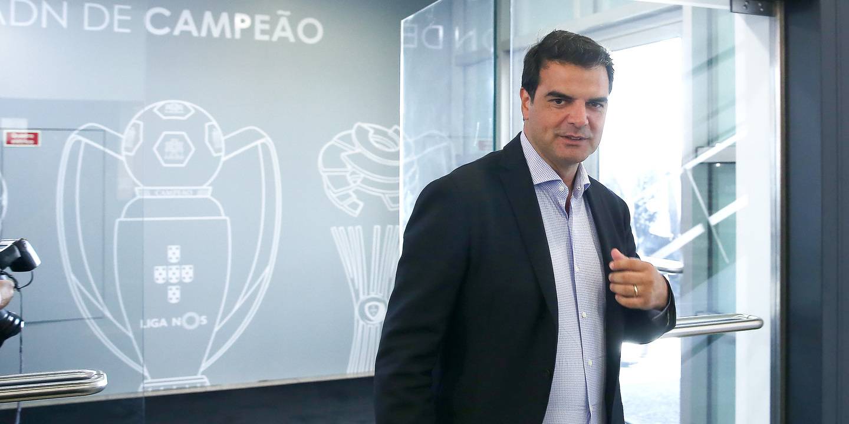 "Rui Pedro Soares defende Dálcio e deixa recado: ""É melhor deixar as cartas no bolso"""
