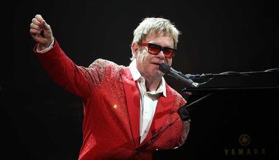 Elton John termina residência artística em 2018