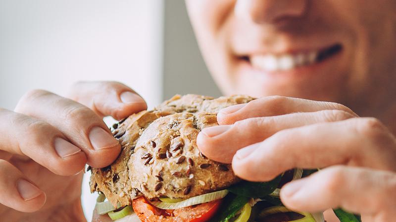 O que (não) o faz engordar. Acabe com todas as dúvidas sobre o pão, o leite, as gorduras e os frutos secos