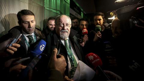 Confusão à saída da Assembleia-Geral do Sporting