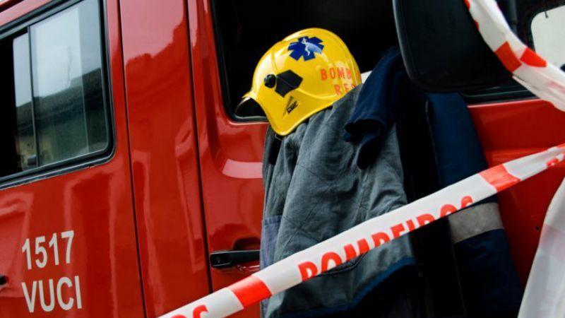 Mais de 60 bombeiros combatem incêndio em fábrica na Póvoa de Varzim