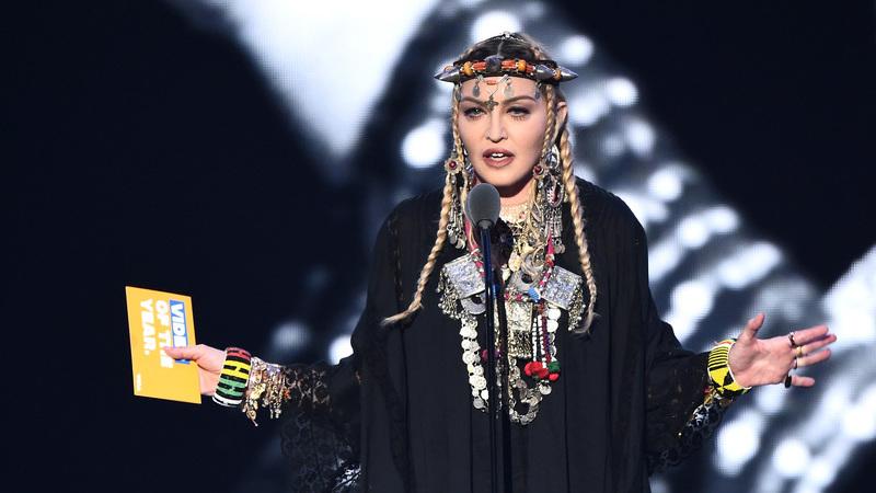 """Madonna partilha novo teaser do álbum ao som de """"Casa da Mariquinhas"""""""