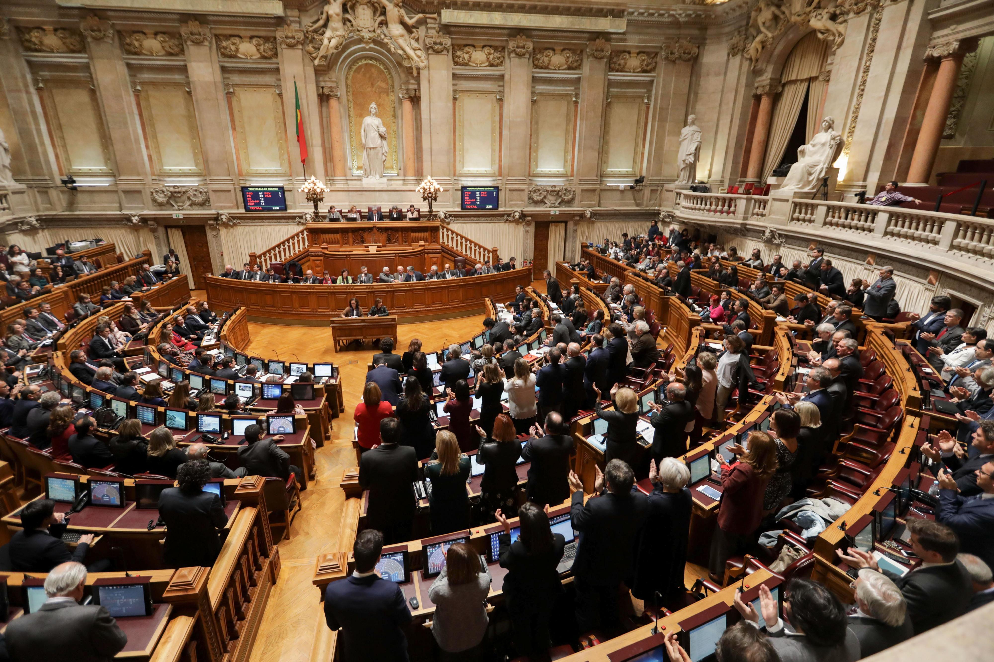 Parlamento aprova resolução do PEV para contagem de todo o tempo no descongelamento das carreiras