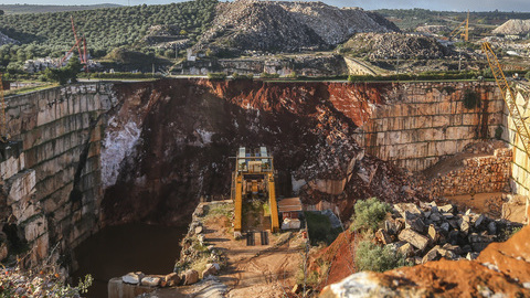 Ministério Público abre investigação ao desabamento da estrada em Borba