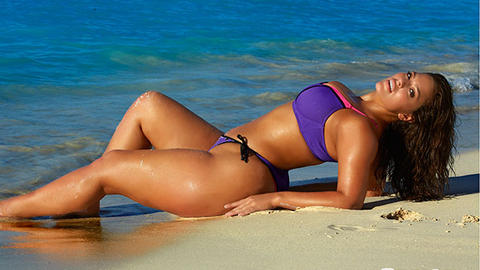 Modelo plus size é candidata a 'Rookie do Ano' da Sports Illustrated