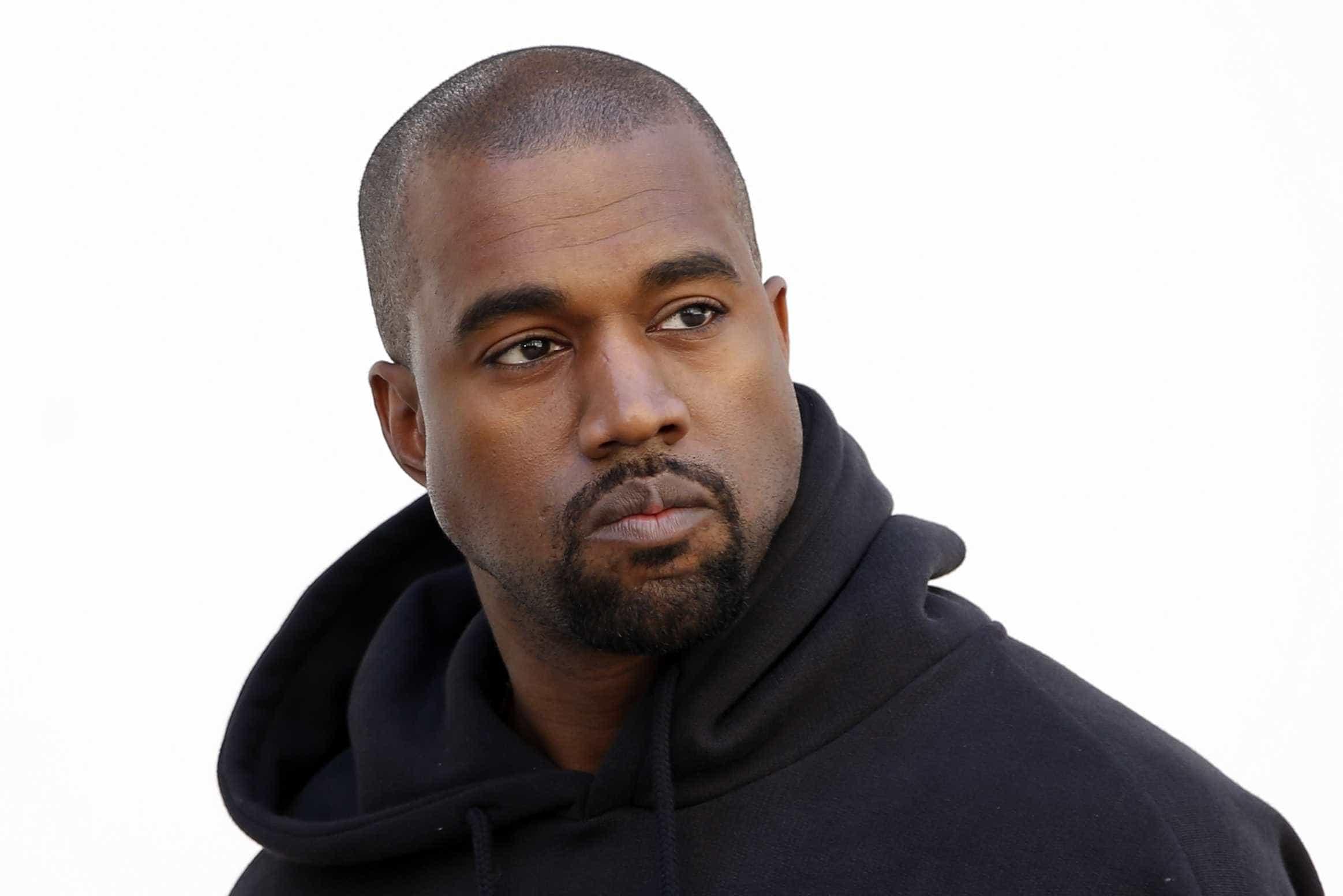 Kanye West terá pago 70 mil euros por foto da casa de banho de Whitney Houston