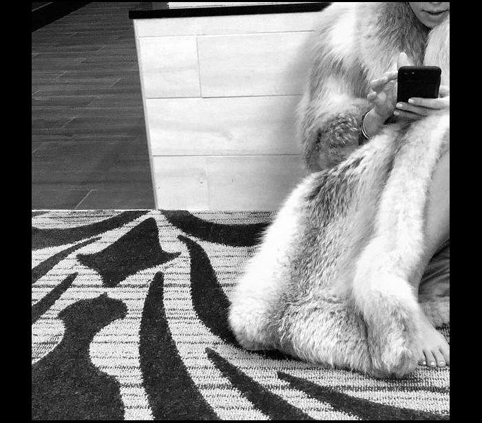 Khloé a Kourtney Kardashian arrasadas por usarem casacos de