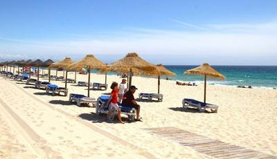 As cinco praias mais badaladas para aproveitar o verão em Portugal